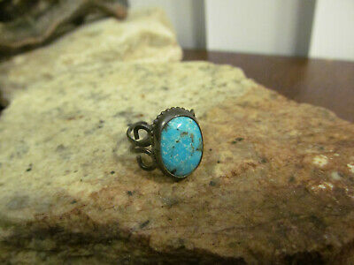 Vintage Hammered Sterling Silver 925 Turquoise stone Pinky Ring 2.6 gr. Tested