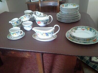 Wedgwood Home tableware set 36 pieces Eden used only twice.