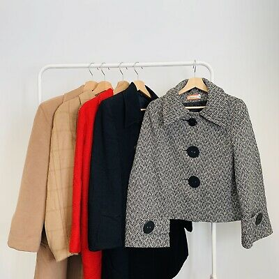 30 x WOMENS COATS  - GRADE A - BULK VINTAGE WHOLESALE