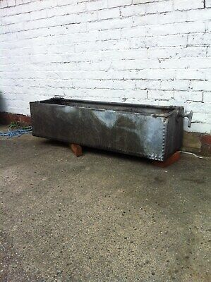 Small Galvanized Riveted Water Tank - Garden Planter/Tub/Trough/Feature