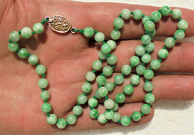 CINA (China): Fine Chinese apple green jade beads necklace