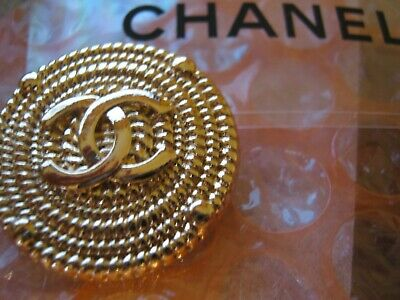 CHANEL 1 CC  MATTE CLEAN GOLD 23mm BUTTON THIS IS FOR 1