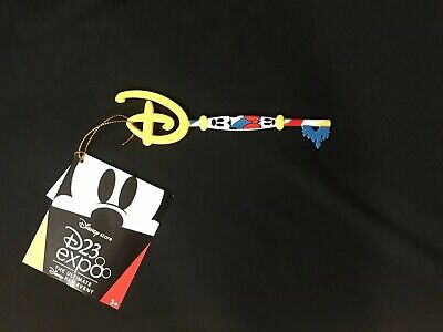 """Disney Store """"D23 Expo"""" Limited Edition """"Mickey & Minnie"""" Collectible Key New!"""