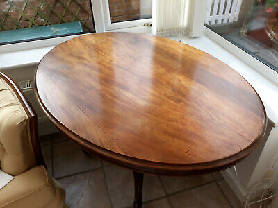 Lovely Antique Oval Victorian mahogany Dining /Breakfast/ Loo table