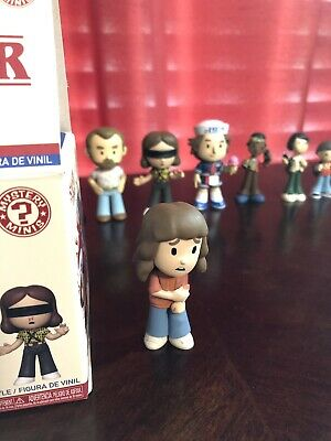 Funko Pop! Mystery Minis Stranger Things Season 3 - Joyce Byers - 1/24