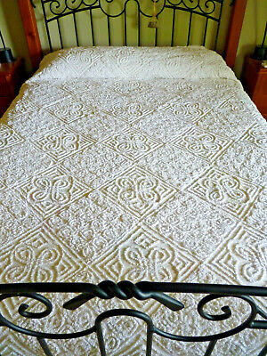 STUNNING VINTAGE Candlewick Bedspread fit Double or Queen Bed - Some Damage
