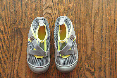 NEW WB BABY BOYS CARTER/'S WATER SHOES BLACK GREEN SLIP ON 8,10 ASSAULB
