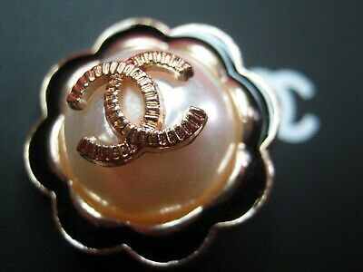 CHANEL  1 CC   pearl  black  gold  22mm BUTTON THIS IS FOR ONE