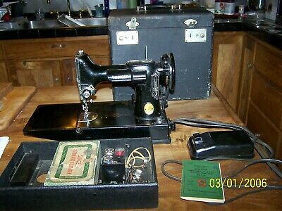 Singer Featherweight 221-1 Sewing Machine W/Case Manual & Attachments
