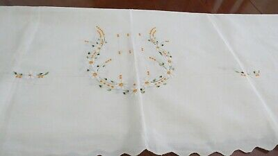 BEAUTIFUL VINTAGE EMBROIDERED LINEN TABLECLOTH 86 x 52 IN. IVORY WITH FLOWERS