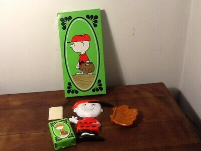 Avon Great Catch Charlie Brown soap holder and soap in box Wall Mount 1974 NEW