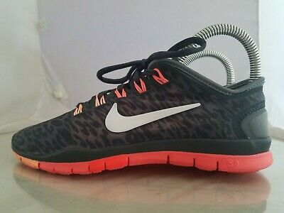 WOMENS NIKE FREE TR Connect 2 Training Shoes Size: 6 Color: Black Orange