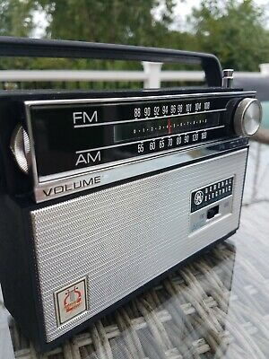 Stunning 1965 General Electric P1820B AM FM Eleven Transistor Radio 100% WORKING