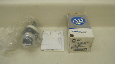 Allen Bradley 800T-H4A Ser T 2 Position Spring Return From Left Std. Knob Black