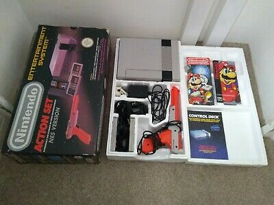 Original Nes Nintendo Entertainment System Boxed & 2 X Controllers & Zapper