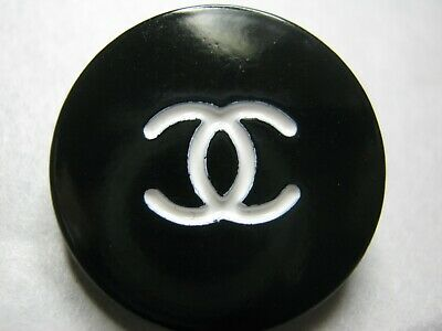 CHANEL 1 AUTHENTIC  white CC,  BLACK  21 MM BUTTONS THIS IS FOR 1