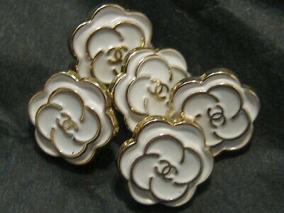 CHANEL 12MM very pretty 5 SMALL buttons in WHITE enamel and gold tone 5