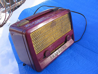 Vintage Sentinel tube Radio Model 335-P Used in good condition and works. AS IS.