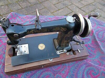 Wheeler And Wilson Vintage Collectable sewing machine In Wooden Case