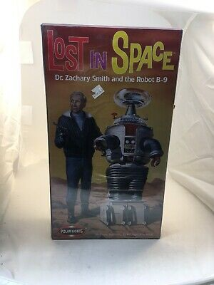 LOST IN SPACE POLAR LIGHTS Dr Zachary Smith + Robot B-9 Polar Lights MODEL