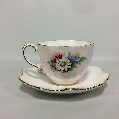 Paragon Tea Cup Saucer Daisy Flowers Blush Color Bone China England Scalloped