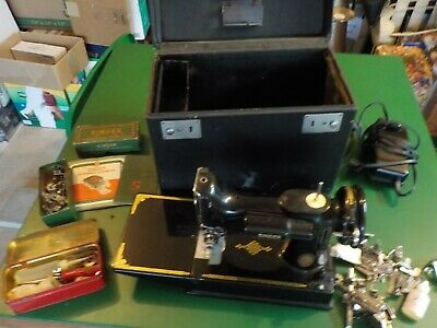 Vtg Singer Featherweight Sewing Machine 1948 W/ Case Zigzagger & Accessories(SM)