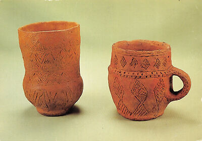 L018731 Decorated beakers found at Brixworth. Northants. Early Bronze Age. About