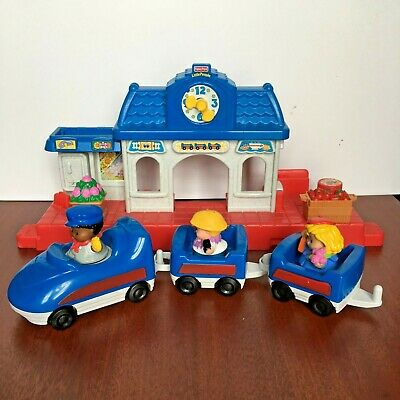 Fisher Price Little People - Town Train Station & Complete Train