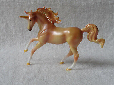 Breyer Stablemate New 2018 MAGNOLIA Unicorn Pearlized Gold Horse Crazy Blind Bag
