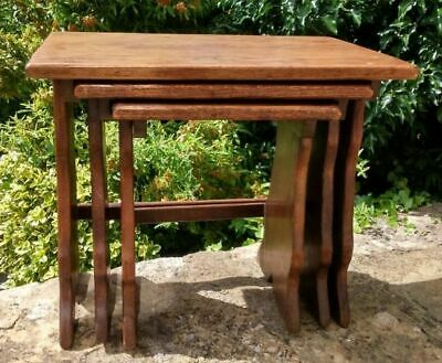 Arts & Crafts / early 20th century oak nest of tables
