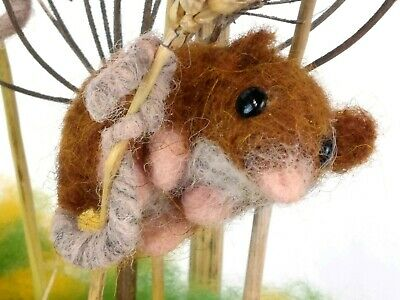 Needle Felting Kit by The Makerss - Harvest Mouse - makes 2 cute harvest mice