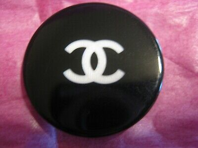 🖤🖤🖤 CHANEL 1 AUTHENTIC  white CC,  BLACK  28 MM BUTTON THIS IS FOR 1🖤🖤🖤