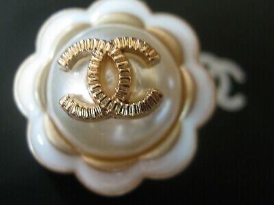CHANEL  1 CC   pearl  CLEAN matte gold  24mm, 1'' BUTTON THIS IS FOR ONE