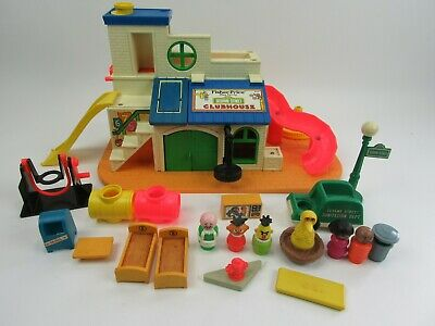 Vintage Fisher Price Little People Sesame Street 937 Clubhouse & Figures