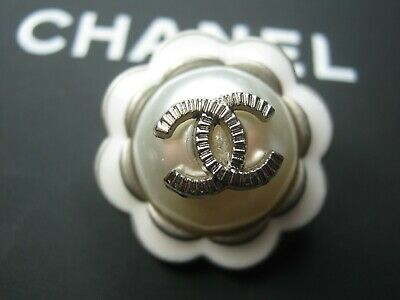 CHANEL  1 CC   pearl  CLEAN SILVER  22mm BUTTON THIS IS FOR ONE