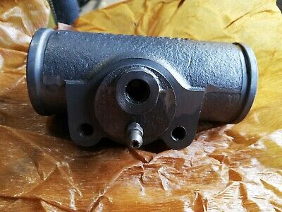NOS Lockheed BEDFORD R RL S SS SA SB SL Front Wheel cylinder body right