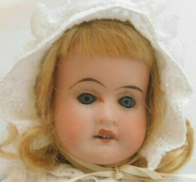 Pretty antique german girl doll.c1910- 11 inch(28m) lovely clothes!