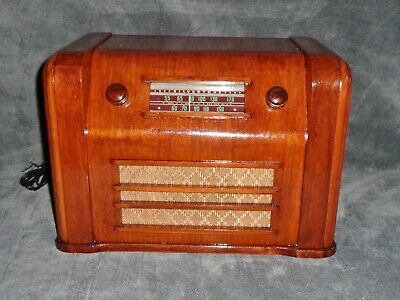 Restored and working Silvertone model R1061 vintage 1940 tube radio