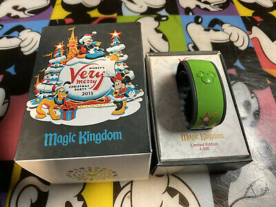 NEW Disney Mickey's Very Merry Christmas Party 2015 Magic Band - LE 4,000