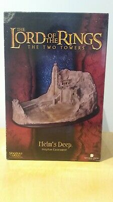 The Lord of the Rings - Helm's Deep Polystone Environment Statue
