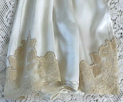 "PRETTY VINTAGE FRENCH KNICKERS / TAP PANTS, IVORY SATIN & LACE, 28.5"" waist"