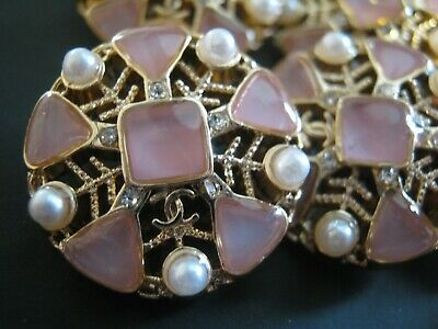 CHANEL  1 AUTHENTIC PINK PEARLS GOLD cc 21 MM BUTTONS THIS IS FOR 1