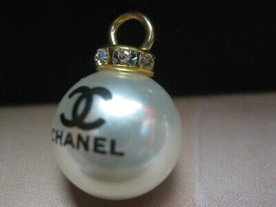CHANEL  1 AUTHENTIC  PEARL BLACK cc LOGO 15 MM BUTTON THIS IS FOR 1