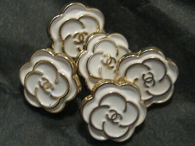 CHANEL 12MM very pretty 4 SMALL buttons in WHITE enamel and gold tone 4