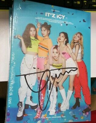 ITZY ITZ ICY Yuna Signed Album with Chaeryeong Cover Page MWAVE