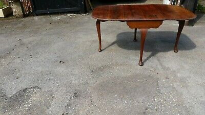 Mahogany Victorian dining table to seat 6-8