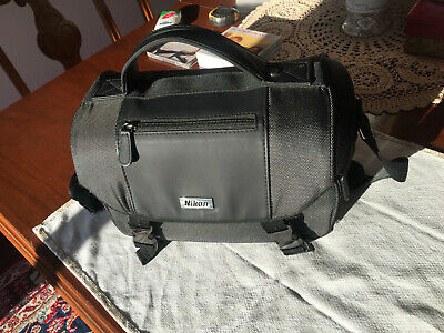 CoolPix P900 Nikon Camera with Retractable lens and bag Nikkor 83X Wide Optical