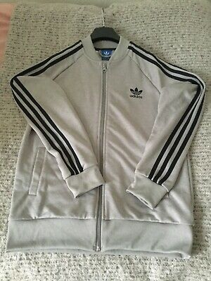 ADIDAS BOYS LIGHT GREY SIZPED UP 3STRIPPED JACKET WITH POCKETS SIZE 13-14 yrs