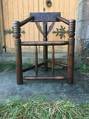 Well Carved and Turned Antique Early Victorian Turners Chair in Oak, circa 1850