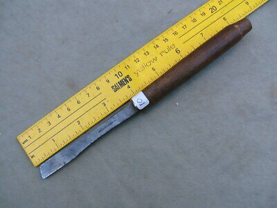 10) HOLTZAPFFEL & Co SMALL ORNAMENTAL TURNING SKEW CHISEL.